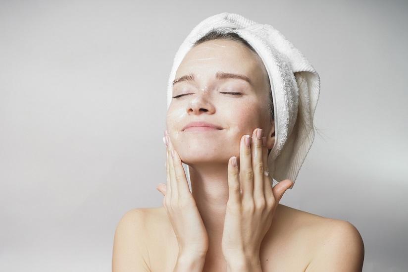 Ciri-ciri Kulit Sensitif dan Rekomendasi Skincare Terbaik Dari Theraskin