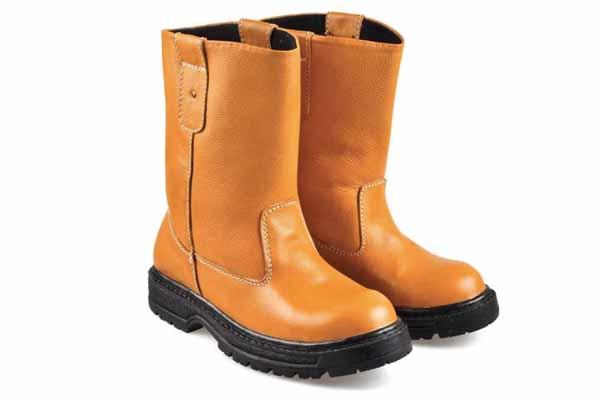 Sepatu Pelindung atau Safety Shoes